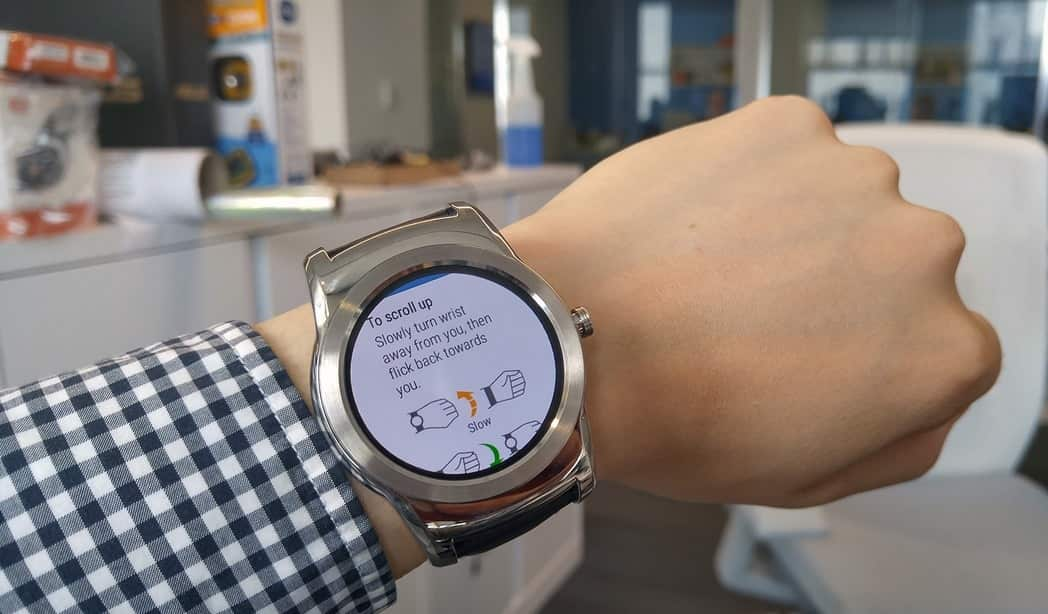 LG Watch Urbane 2nd Edition hand gesture